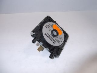 3480890 Powrmatic 146522170 Pressure Switch C6065A 1028 (Fits On Burner)
